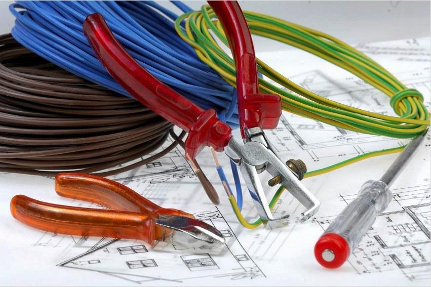 Az elektromos aljzatok és kapcsolók vezetékezése