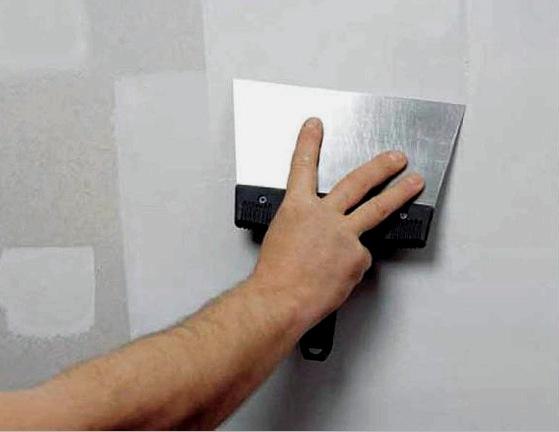 Mindig szükséges a falak alapozása és gittelése a tapéta ragasztása előtt?
