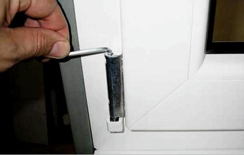Kisebb javítások és PVC ablakok beállítása: szezonális és problémák esetén